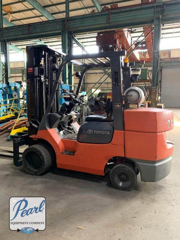 Toyota 10,000 LB. Forklift MODEL 7FGC45